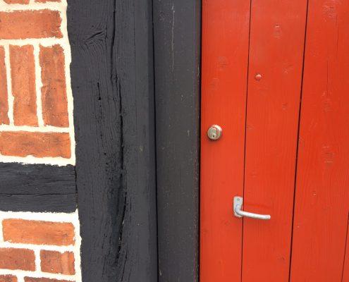 Bouwwerk in rood en zwart, Wol&Co, kleurinspiratie